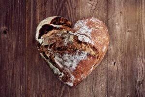 micghe de pain en forme de coeur