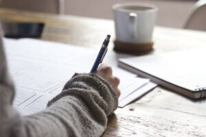 main ecrivant